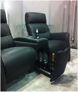 aangepaste stoelen bijvoorbeeld met ingebouwde koelkast